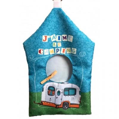 """J'aime le camping /Sac à épingle à linge, fabriqué en polyester de 10,15"""" x 19,3"""" de haut incluant l'anneau d'accrochage."""